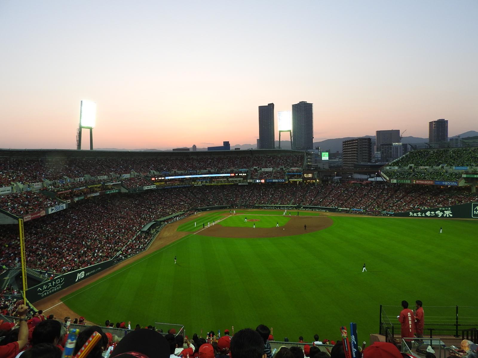 専門家がイベント自粛がいつまで続くか予測した -プロ野球開幕は最短4月10日可能-